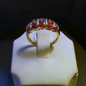 10k yellow gold Garnet ladies ring