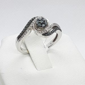 10k white gold Blue and White Diamond Ring Size 7
