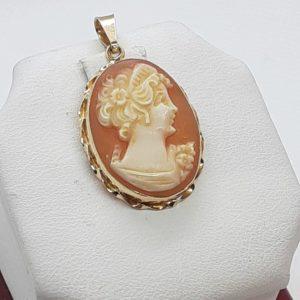 14k Vintage yellow gold Italian Cameo Pendant