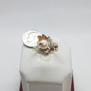 14k Vintage yellow gold Pearl and Diamond Ladies Ring Size 7