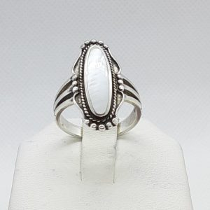Sterling Silver Mother of Pearl Southwest Design Ring Size 8