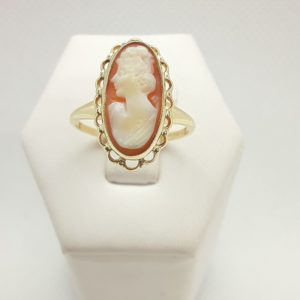 10k Yellow Gold Cameo Ring Size 8