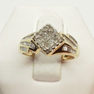 14k Yellow Gold .50 ctw Diamond Cluster Ring Size 5