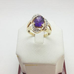 10k Yellow Gold Amethyst and Diamond Ring Size 7